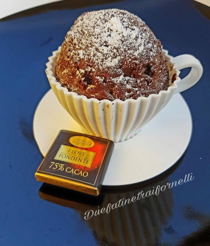 Muffincake in tazza con cioccolato fondente