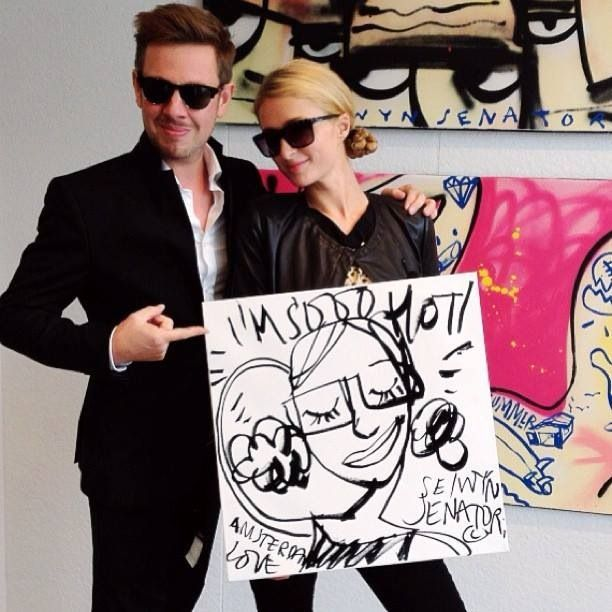 Kunsthuizen artist Selwyn Senatori with Paris Hilton at Kunsthuis Amsterdam. Works in collection at Kunsthuizen.nl #art #popart #painting #selwynsenatori #parishilton #selwyn #senatori #kunst #kunsthuizen #kunstuitleen #kunsthuisamsterdam #kunsthuisleiden #kunsthuisbreda