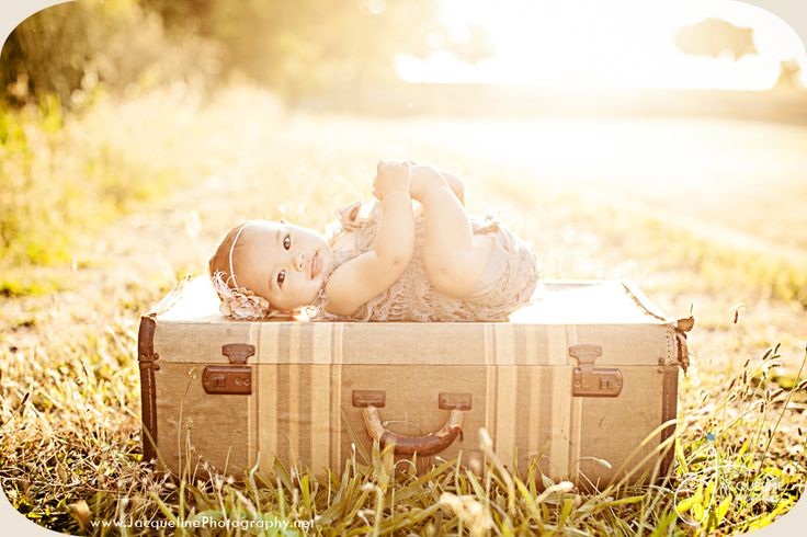 6 month baby www.jacquelinephotography.net - love the light. Would be cool to shoot 6 mo old outdoors