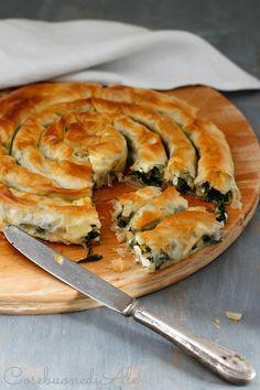 L'ispirazione mi è venuta leggendo un libro di ricette greche.  Utilizzo spesso la pasta fillo per le torte salate (se piacciono anche a voi...