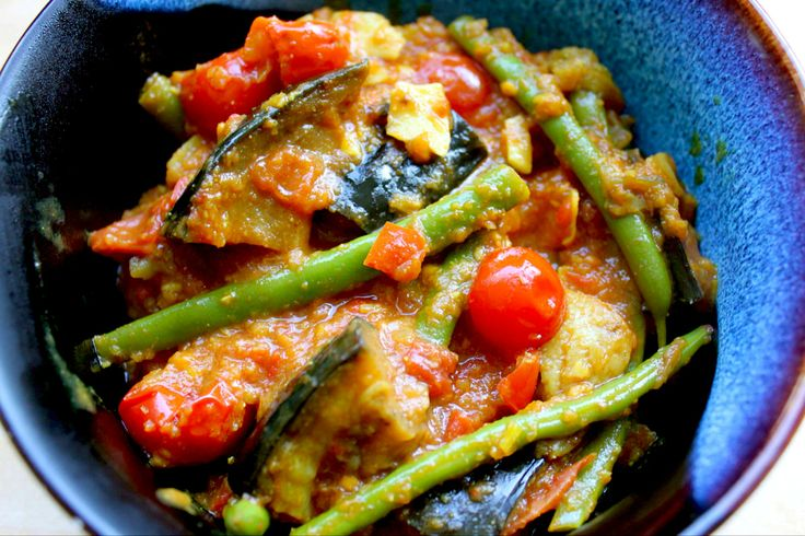AUBERGINE AND GREEN BEAN CURRY