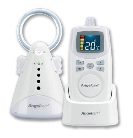 De Angelcare AC420 babyfoon is een analoge babyfoon met geluid (stem,huilen etc.) activatie. Maar je kunt de Angelcare ac420 baby monitor ook op continu transmissie zetten zodat je je kind altijd hoort.