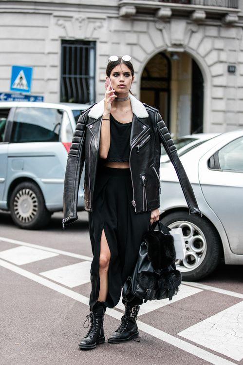 MODE LE LOOK DU JOUR Street style: les looks des tops off duty à la Fashion Week 1/50 Gigi Hadid ©KCS 2/50 Aymeline Valade © Sandra Semburg 3/50 Sara Sampaio © Sandra Semburg 4/50 Kendall Jenner © KCS 5/50 Constance Jablonski ©KCS