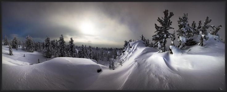О Формах, скрывающих Содержание. Панорама гряды скал под названием Верблюды в сторону горы Зеленая.  Снежные наддувы скрывают огромные валуны разбросанные повсюду. #шория #шерегеш #горы #скалы #верблюды #снег #зима #ярославский #виталий#шория #шерегеш #горы #скалы #верблюды #снег #зима #ярославский #виталий Photographer: Виталий из Н-ска
