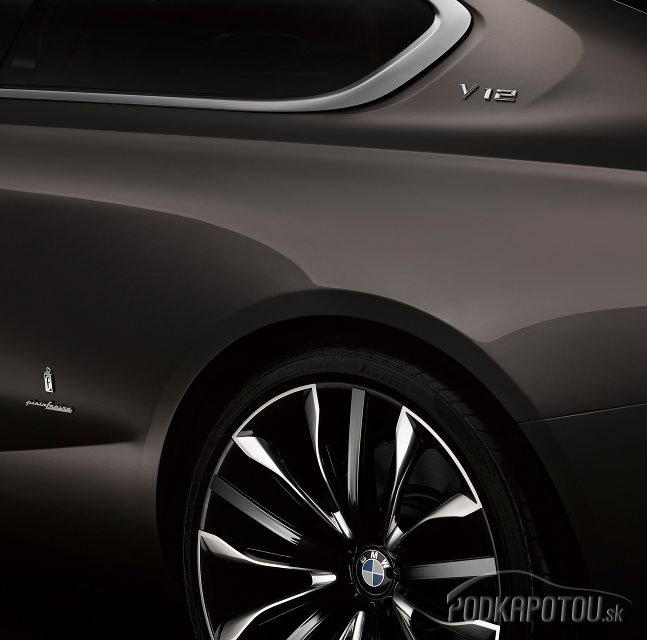 Podkapotou na mobile   BMW Pininfarina Gran Lusso Coupé naznačuje, ako môže vyzerať nový dvanásťvalec