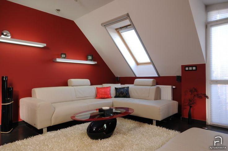 Vörös és fekete nappali Ajtonyi Rita lakberendező belsőépítésztől