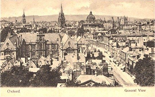 * de eerste sporen van inwoners in Parijs waren al in 3900 V. Chr. Er is ook een dorp gevonden, Dat Bercy heette.  * Parijs heeft zijn naam te danken aan de Galiers  * In de eerste eeuw na Chr. was Parijs al een kleine stad die steeds groter werd.  * Bijna alle frankische koningen woonden in Parijs.  * In 506 maakte de koning Clouis Parijs de hoofdstad van het frankische rijk