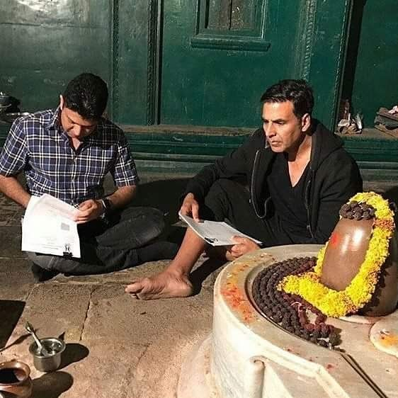 Akshay Kumar with Bhushan Kumar signs up a contract for 'Mogul' in Indore at a 300 year old Lord Shiva temple as Gulshan Kumar was a devout follower of Shiva. @filmywave  #AkshayKumar #BhushanKumar #Mogul #MogulMovie #lordshiva #shivatemple #shiva #celebrity #bollywood #bollywoodactress #bollywoodactor #actor #actress #star #fashion #fashionista #bollywoodfashion #bollywoodstyle #glamorous #hot #sexy #love #beauty #instalike #instacomment #filmywave