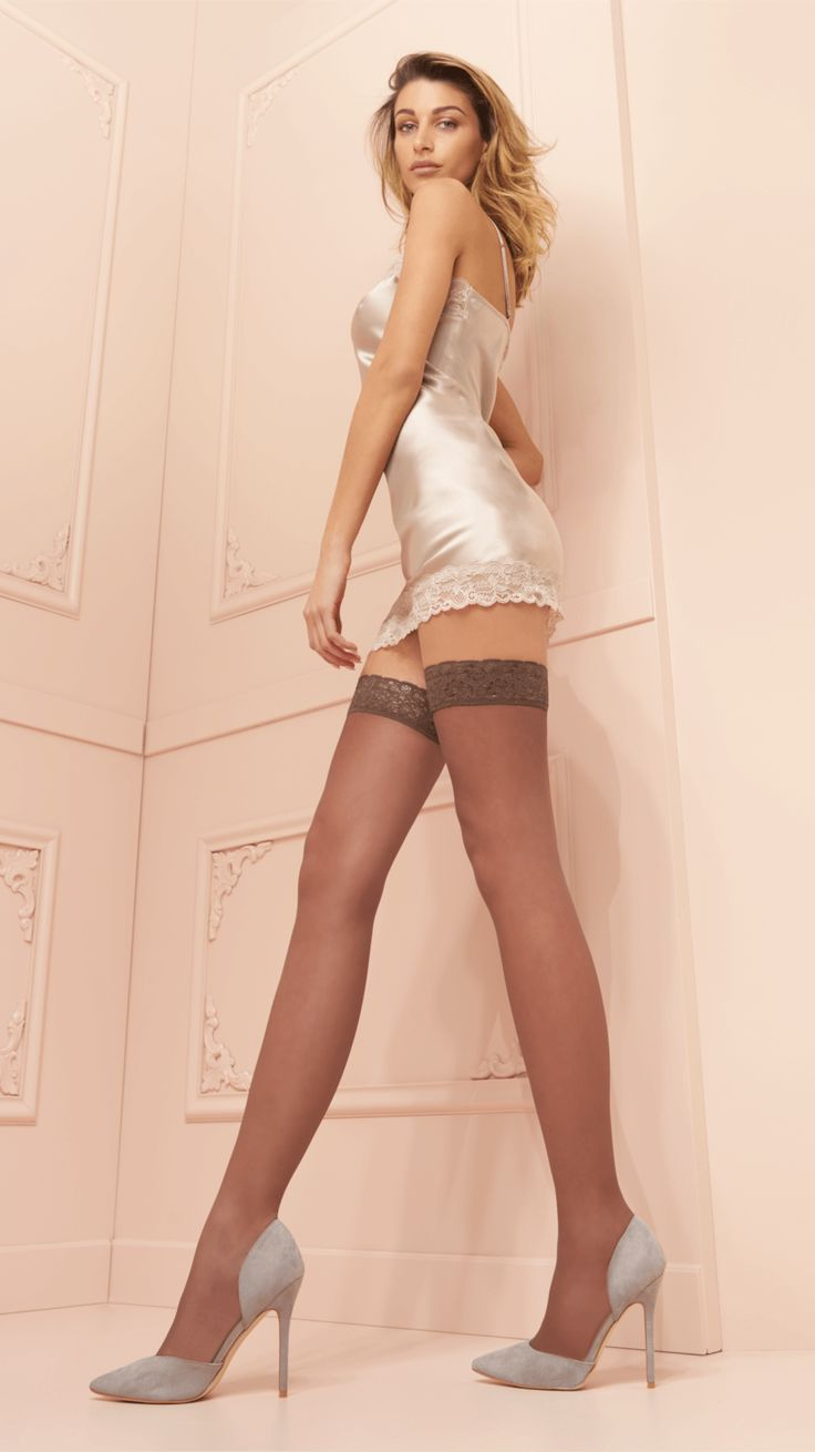 TRASPARENZE FANNY AUTOREGGENTE  Silky hold-ups. Double-covered, shaped, invisible toe, lace top with floral design 6,0 cm.