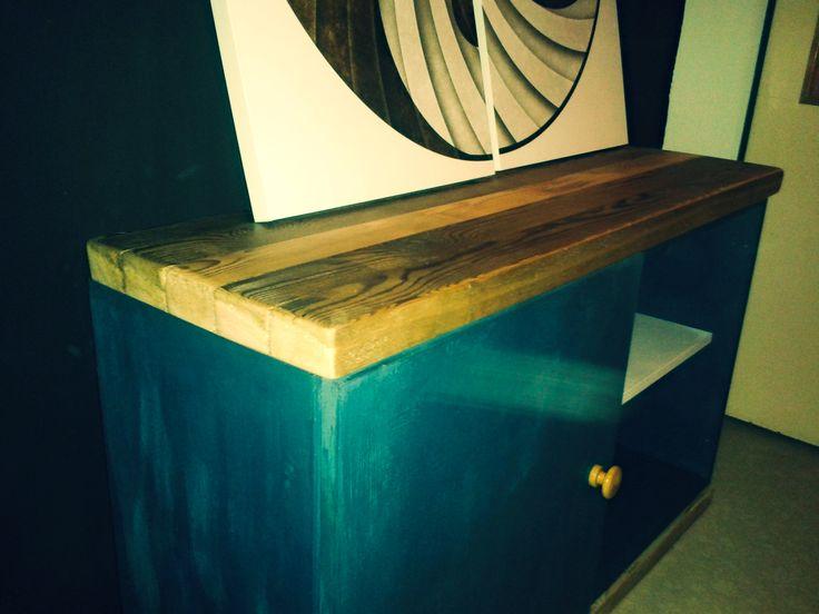 Bacilova retro vintage industriální skříňka pod televizi, gramofón, botník, a taky jako stůl pod obrazy že jo, made by Bacilova dílna. dík