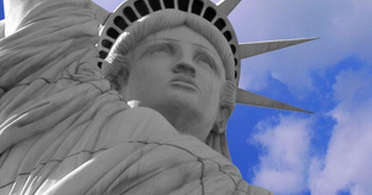 Definición de liberalismo progresista. El liberalismo progresista es una forma de pensamiento político y gobierno estratégico que tiene sus orígenes en el siglo XVI. Se trata de una ideología política de izquierda que combina nociones de libertad individual con intervención gubernamental para reformar la vida pública. Su premisa básica es que el liberalismo debería incluir justicia ...