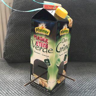Elkészült a saját madáretetőnk! Teljesen újrahasznosított anyagokból. Emléket állítva ezzel szeretett ice teámnak (is). Igyekeztem a termé...