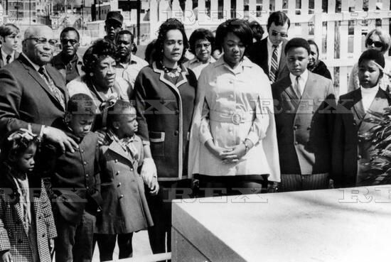 The King family on the 2nd anniversary of the death of Martin Luther King Jnr. (L-R) Martin Luther King Snr and wife Alberta Williams King, grandchildren Issac, Angela, Bernice, Coretta Scott King, daughter Yolanda, sons Martin Luther III and Dexter, Atlanta, Georgia, America - 04 Apr 1970 4 Apr 1970