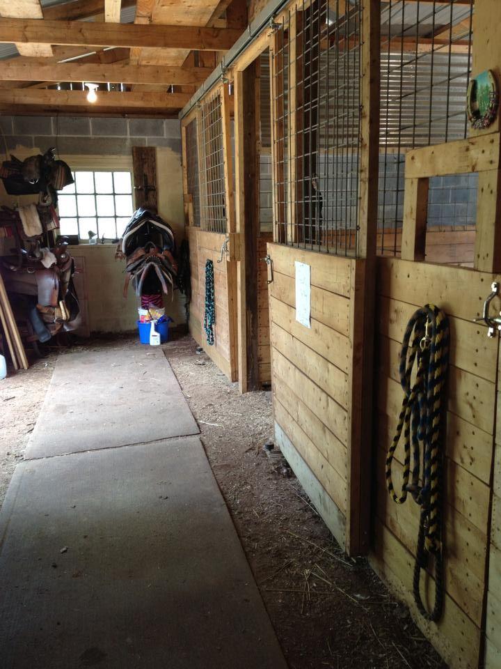 DIY: Cattle grid stall door tops with open feeder area
