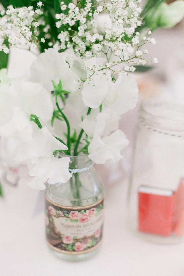 vase récup + fleurs blanche
