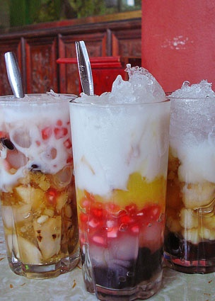 che-Vietnamese dessert/ drink made with all sort of interesting ingredients and it is cold, sweet and has lots of textures!