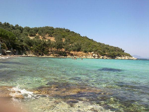 İzmir'in Dikili ilçesine 10 kilometre uzaklıkta bulunan Bademli, yeşillikler arasında, doğal ve gizli bir liman.  #Maximiles #Turkey #Türkiye #deniz #plaj #denizmanzarası #gezilecekyerler #gidilecekyerler #koylar #plajlar #doğa #doğamanzarası #doğamanzaraları
