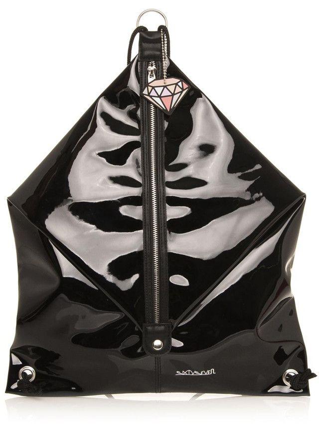 Stylová taška s rozmanitým využitím od trendy udávající španělské značky Sixtyseven! Určitě jste zaznamenali trend, který se v současné době...
