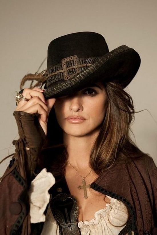 cowgirl      Sublime Penelope, avec ou sans chapeau !