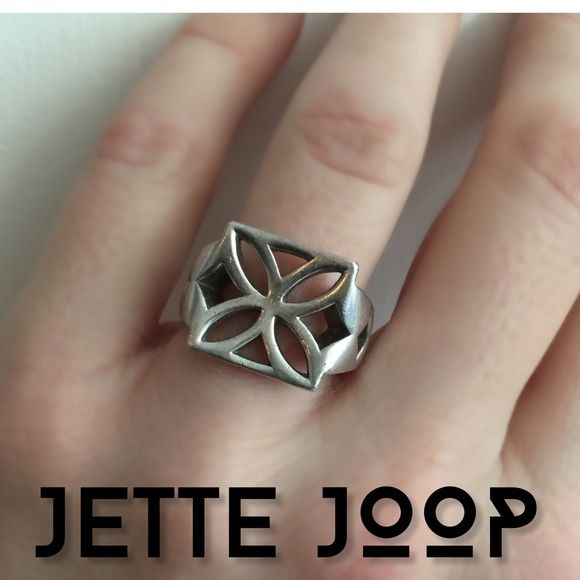 🆕item❗️Jette Joop Europe solid silver ring Bold statement ring in solid 925 silver. Size 6. Minor scratches that can easily be buffed out at jeweler. Bought in Dusseldorf Germany in 2005. Jette Joop Jewelry Rings