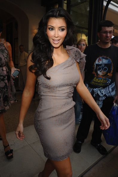 Kim Kardashian Photos - TV personality Kim Kardashian leaves the Hermitage Hotel during the 49th Monte-Carlo TV Festival on June 9, 2009 in Monte-Carlo, Monaco.  (Photo by Francois Durand/Getty Images) * Local Caption * Kim Kardashian - DPA 2009 Gift Lounge in Monte-Carlo