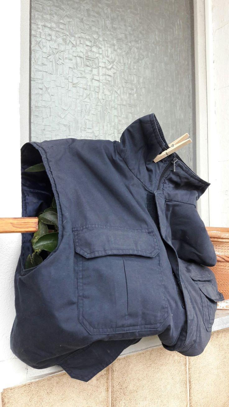 Cool Im Winter muss ein Schutz f r die Balkonpflanzen her Alte Jacken eignen sich hervorragend zum