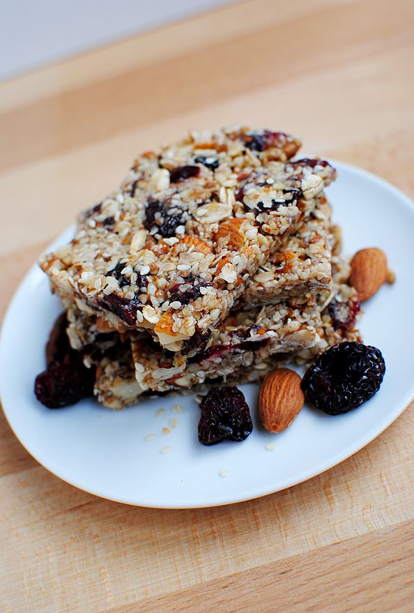 Chewy Almond Cherry Granola Bars by iowagirleats #Granola_Bars #Cherry #Almond #iowagirleats