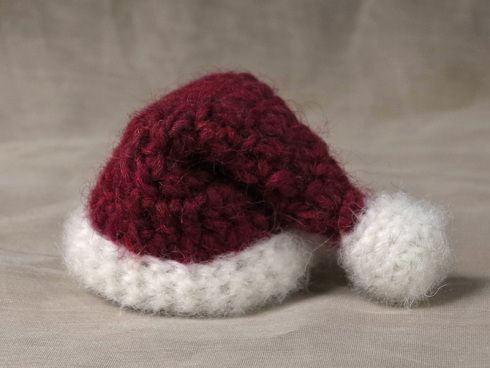 Free mini Santa hat crochet pattern