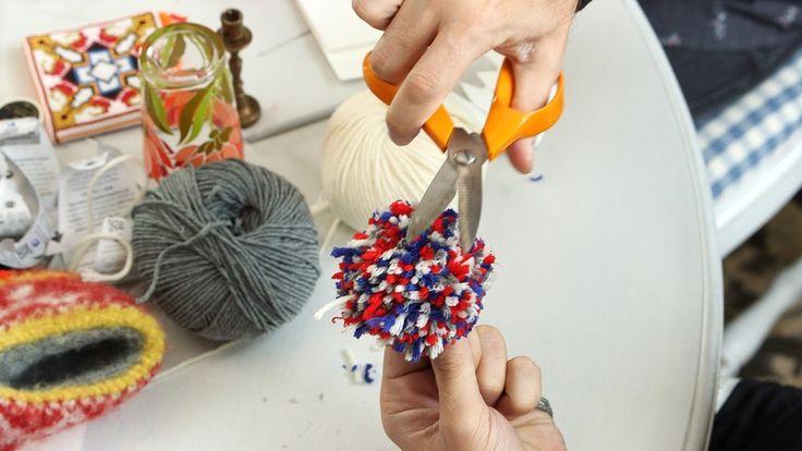 ARNE & CARLOS show you how to make PomPoms