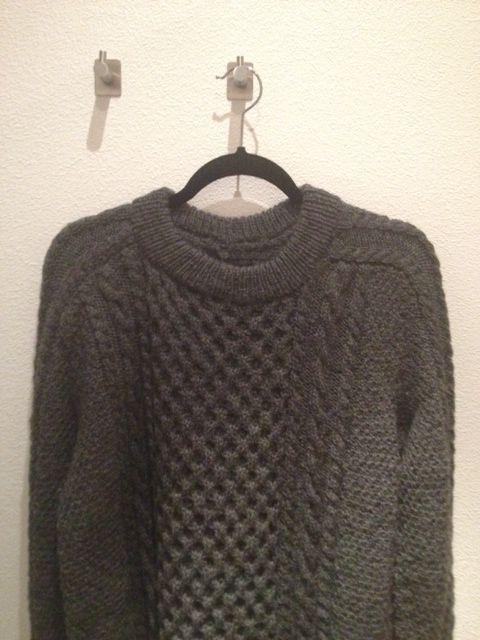 En ufo færdig:) Aran-trøje til Søren strikket i drops Karisma