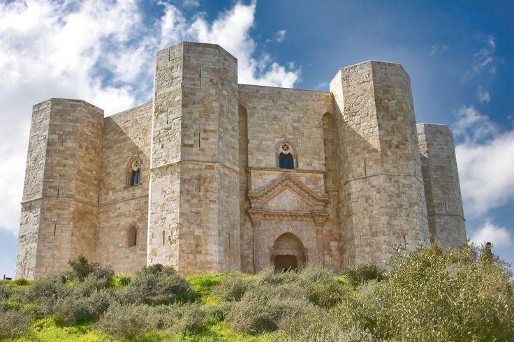Bari,_CAstel_del_Monte,_castello.jpg (1200×800)