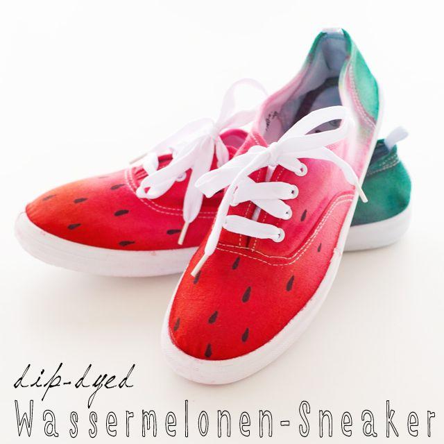 Warum sollte man Wassermelonen denn nur essen? Sie machen sich auch prima als Sommerlook für weiße Sneakers! Färbt euch den Sommer - mit meinem Tutorial!
