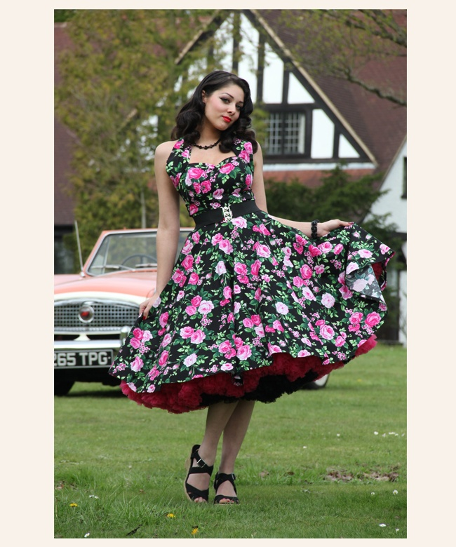 I love this 50's style halter dress! Not that I'd ever wear it, or have any place to wear it too, but I do love it! would make a super cute photography outfit!