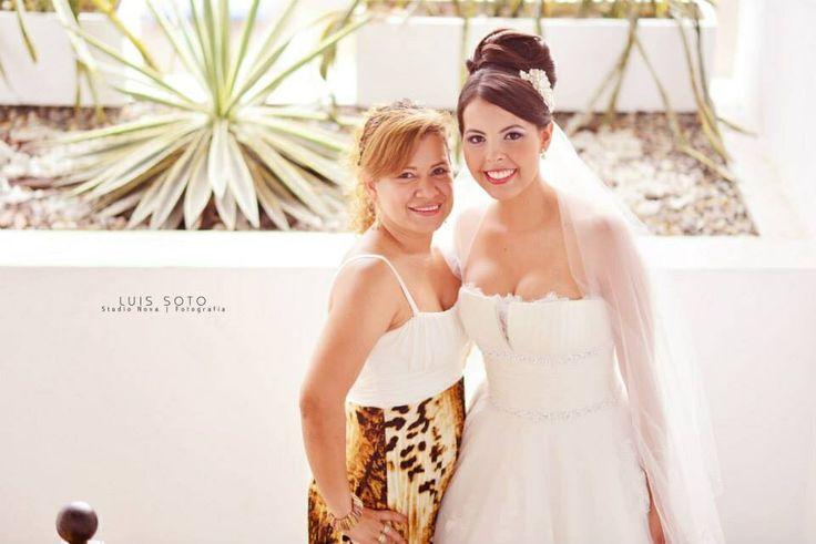 La hermosa novia en compañía de su Planeadora y Organizadora. Lenis Elles