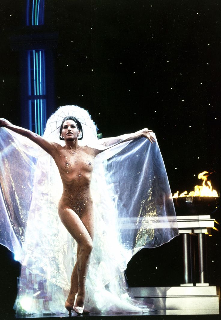 lottereinigerforever  Gina Gershon in Paul Verhoevens Showgirls   Film Gina Gershon