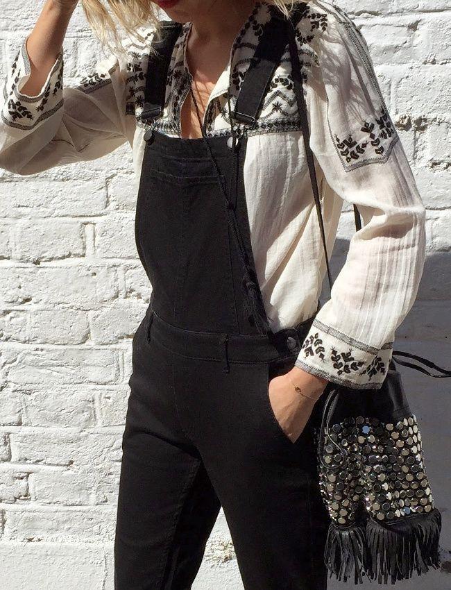 Salopette en jean noir + blouse folk = le bon mix (salopette Next, top Zara - blog The Frugality)