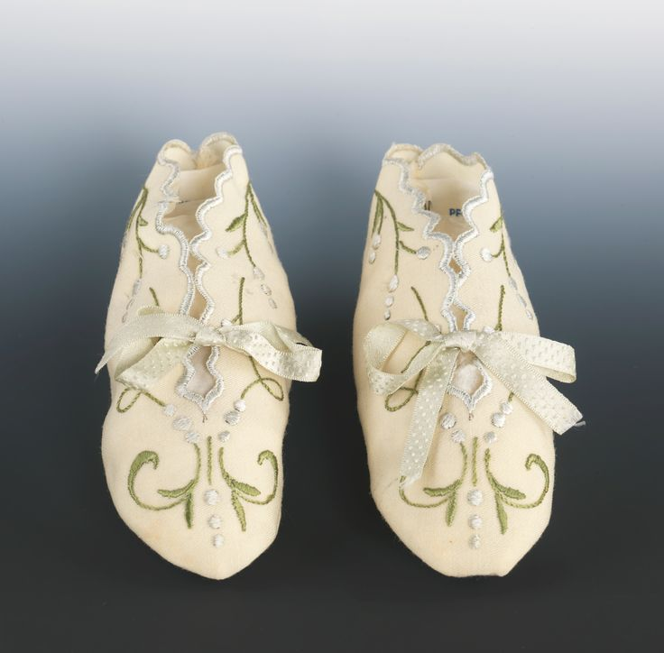 Bootees Date: 1870–90 Culture: American Medium: wool, silk This pair of high style booties illustrates the contemporary taste for pastel coloration and restrained embroidery.
