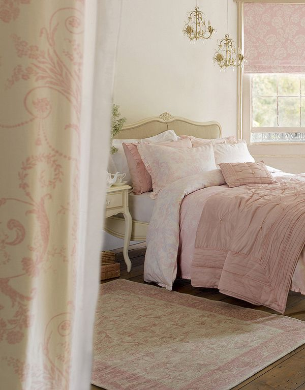 soft rose colors with a bit of cream here adn there.....Laura Ashley inspired