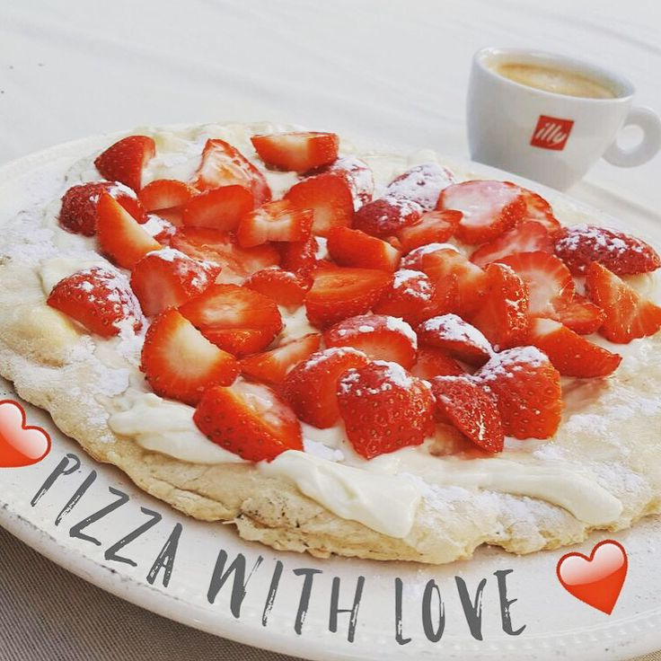 Pizza with Mascarpone with strawberries
