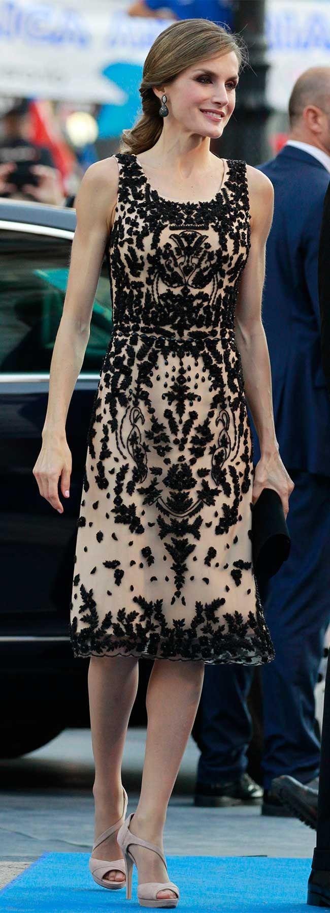 La Reina Letizia ha sido fiel a Felipe Varela para la entrega de los Premios Princesa de Asturias 2016.