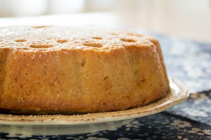 Questa ricetta è di Michelle Bernstein, io ho fatto solo alcune piccolissime modifiche, come aggiungere i chiodi di garofano, che danno al Pound Cake un intenso profumo autunnale. Ho assaggiato il dolce appena fatto, lasciandolo giusto un po' ad intiepidirsi e l'ho trovato davvero sorprendente. http://www.estrattodivaniglia.com/recipes/pound-cake-speziato-con-patate-dolci/