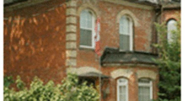 Pimblett's Toronto Downtown Bed &Breakfast Toronto This historic English bed and breakfast is located in Toronto in the Cabbagetown area.  The hotel features a roof top deck with views of downtown and a large library.