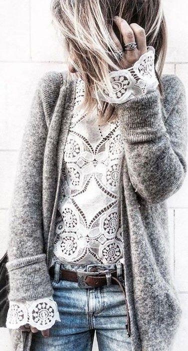 Fall Fashion #inspiration kuscheliger grauer Cardigan, oversized mit Spitzentop