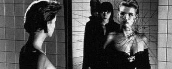 Dziś niewielu fotografom udaje się wywołać tak wielką falę dyskusji wokół swoich prac, jak to miało miejsce w przypadku Helmuta Newtona. Niemiec z urodzenia, obywatel Monako z australijskim paszportem, kosmopolita i prowokator. http://www.spidersweb.pl/2013/04/helmut-newtor.html