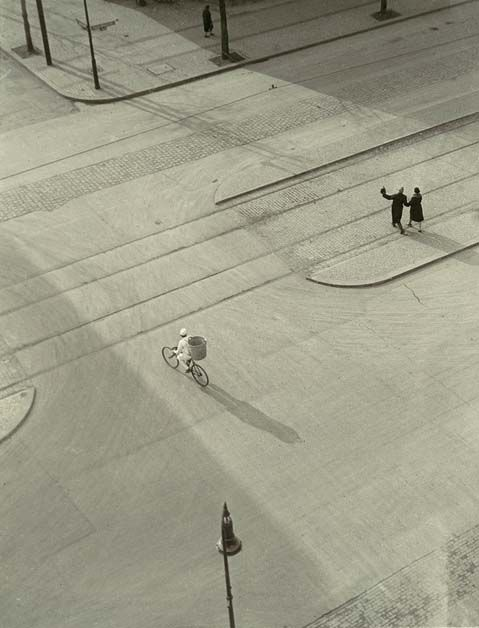 :: Laszlo Moholy-Nagy, 7AM, New Year's Morning, c1930 ::