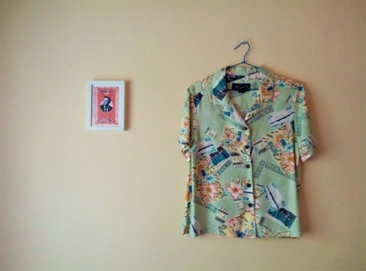 Camisa Hawaiana Vintage I Motivos Viajes I Postales I Ukeleles I Flores Tropicales I Palmeras I Island Traders Vintage I Botones de Madera de TropicalaffaireES en Etsy