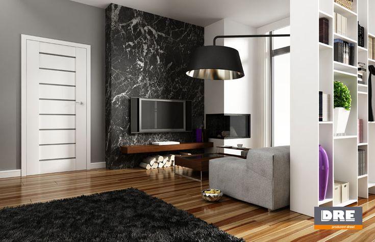 kominek z tv i drewnem