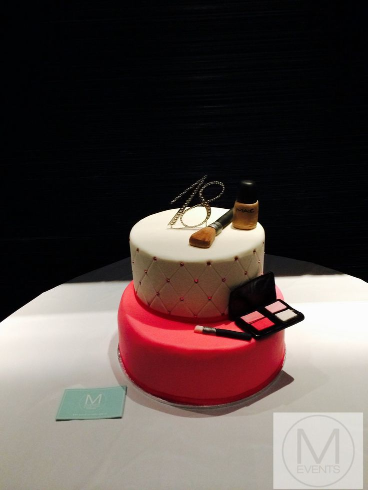 White and pick makeup cake. Great for all parties. MAC Foundation with the foundation brush and eyeshadow pallet with eyeshadow brush. For more information regarding your next event contact info@meventssydney.com.au