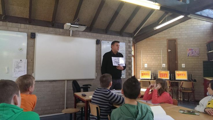 Verslaggever Herman in de klas vanwege ons Jeelo project.
