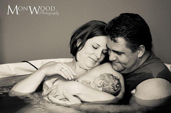 Il legame di attaccamento tra genitori e bimbi si rafforza con l'abbraccio #maternage